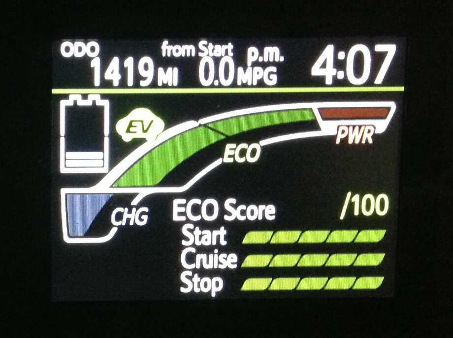 This screen shows you whether you're using the electric or gas engine, and gives you a score based on the efficiency of your starting, cruising and stopping.