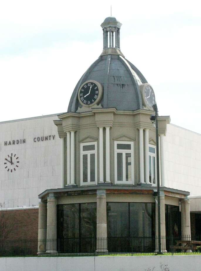 Open carry has been banned at the Hardin County Courthouse, as well as the annex building across the street. Photo: David Lisenby, HCN_Drive