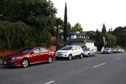Cars line up waiting for passengers in a casual carpool lane during strikes against BART in Oakland, Calif. on July 1, 2013. Photo: Ian C. Bates, The Chronicle