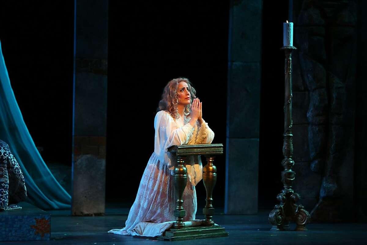 Cynthia Clayton as Desdemona in Verdi's