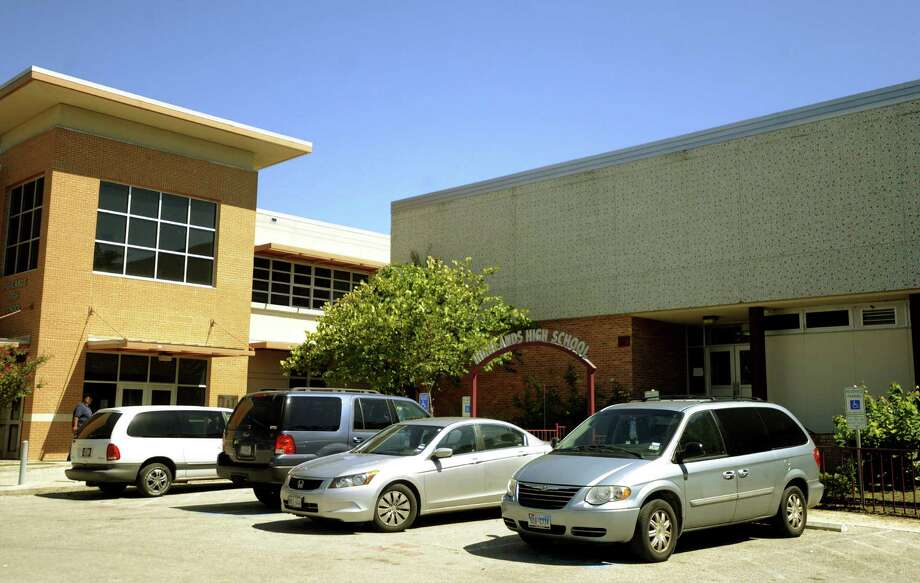 San Antonio Independent School District officials said a $65 million renovation to include a new library, cafeteria and classroom wings, will transform 55-year-old Highlands High School into a state-of-the-art facility. Photo: San Antonio Express-News File Photo