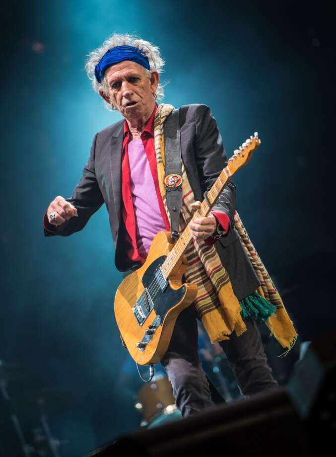 GLASTONBURY, ENGLAND - JUNE 29: Keith Richards of The Rolling Stones performs  on the Pyramid Stage during day 3 of the 2013 Glastonbury Festival at Worthy Farm on June 29, 2013 in Glastonbury, England. (Photo by Ian Gavan/Getty Images)