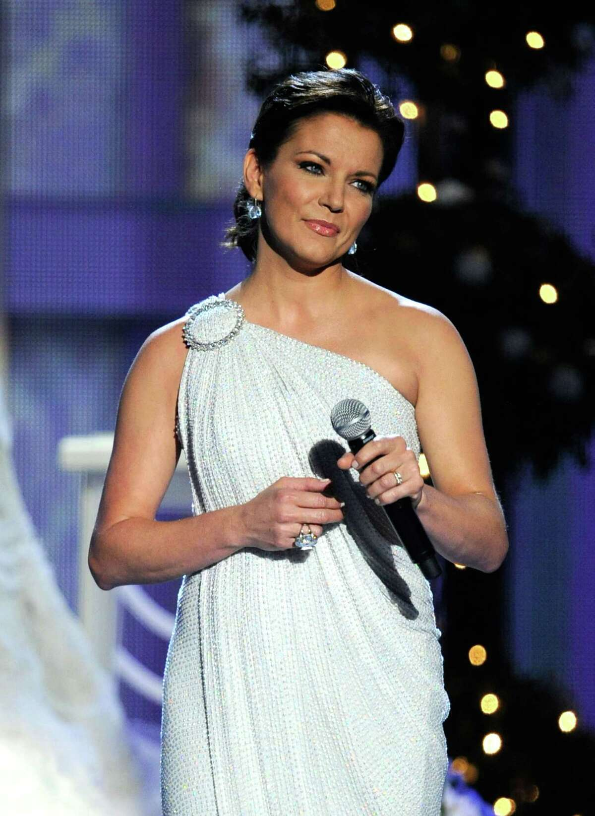 """LAS VEGAS, NV - APRIL 01: Singers Martina McBride performs """"Marry Me"""" at the 47th Annual Academy Of Country Music Awards held at the MGM Grand Garden Arena on April 1, 2012 in Las Vegas, Nevada. (Photo by Ethan Miller/Getty Images)"""