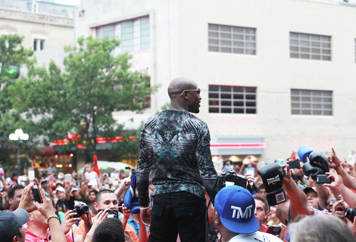 Floyd Mayweather arrives in front of the Alamo on Monday, July 1, 2013.