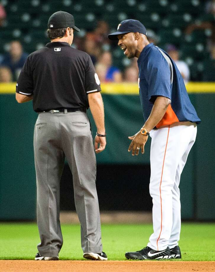 Astros manager Bo Porter argues with umpire Brian Gorman over the call at first base after Brandon Barnes grounded out to end the fifth inning.