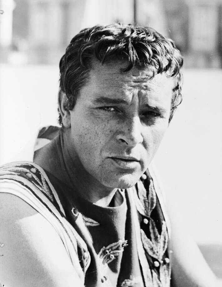 1962:  Welsh actor Richard Burton (1925 - 1984) in Joseph L Mankiewicz's film 'Cleopatra'.  (Photo by Keystone/Getty Images)