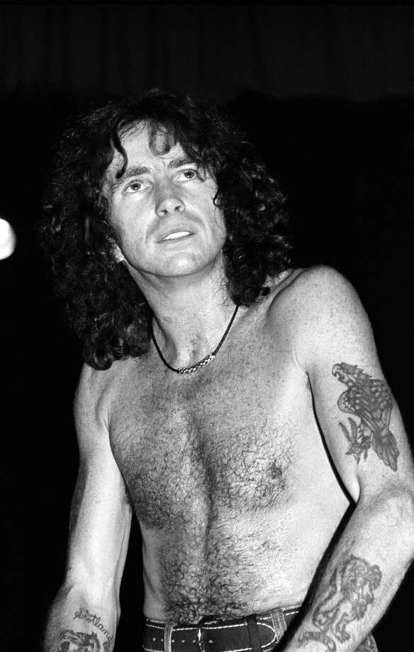 UNITED STATES - AUGUST 24:  PALLADIUM  Photo of AC DC and AC/DC and Bon SCOTT, Bon Scott performing live onstage  (Photo by Ebet Roberts/Redferns)