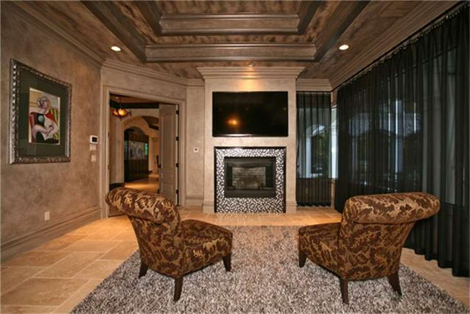 For just under $3 million,you could own this gorgeous estate in The Woodlands. The home comes with a wonderful backyard and pool.