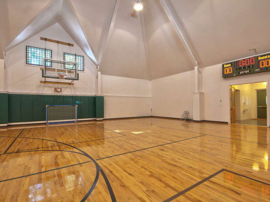Basketball in Tahoe. Why not! Photos via Trulia/MLS/Sotheby's