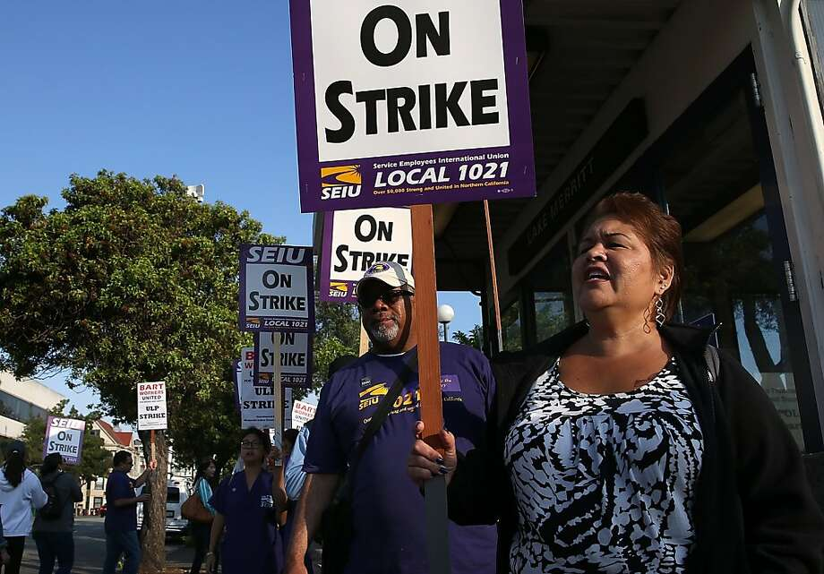BART employees represented by Service Employees International Union Local 1021 picket in front of the Lake Merritt Station in Oakland for a second day. Photo: Justin Sullivan, Getty Images
