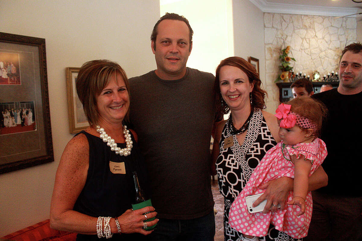 Vaughn with Lori Paul Pyeatt and Joy Paul LeBlanc(Flickr: Gage Skidmore)