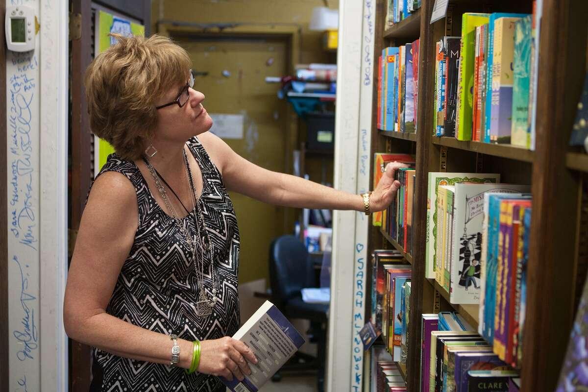Blue Willow Bookshop Store Hours Mon - Fri: 9:30am - 6:30pm Sat: 9:30 am - 6pm Sun: Closed