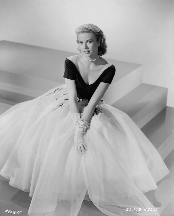 1954:  American actress Grace Kelly (1929 - 1982) plays the inquisitive heroine of the crime drama 'Rear Window', directed by Alfred Hitchcock.  (Photo by Bud Fraker/John Kobal Foundation/Getty Images)