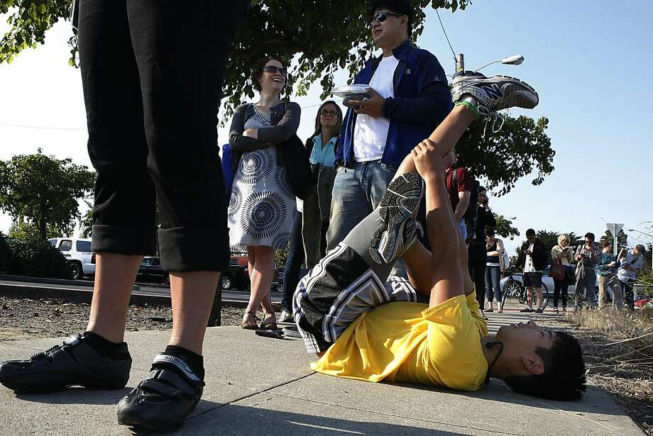 David Truong of Alameda, who commutes to Zynga in San Francisco, does a little stretching while waiting for the ferry. Photo: Liz Hafalia, The Chronicle