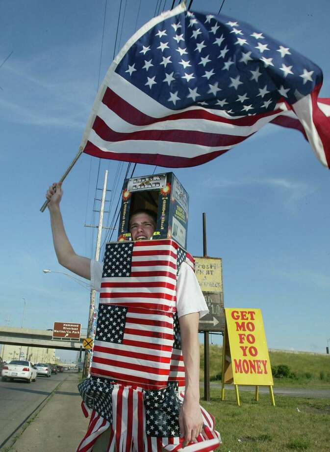 2003 -- Patriotic robots love freedom. Photo: ROBYN BECK, Getty Images / 2003 AFP