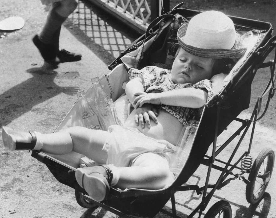 1957:  A very young American enjoys a snooze. Photo: Terry Fincher, Getty Images / Hulton Archive