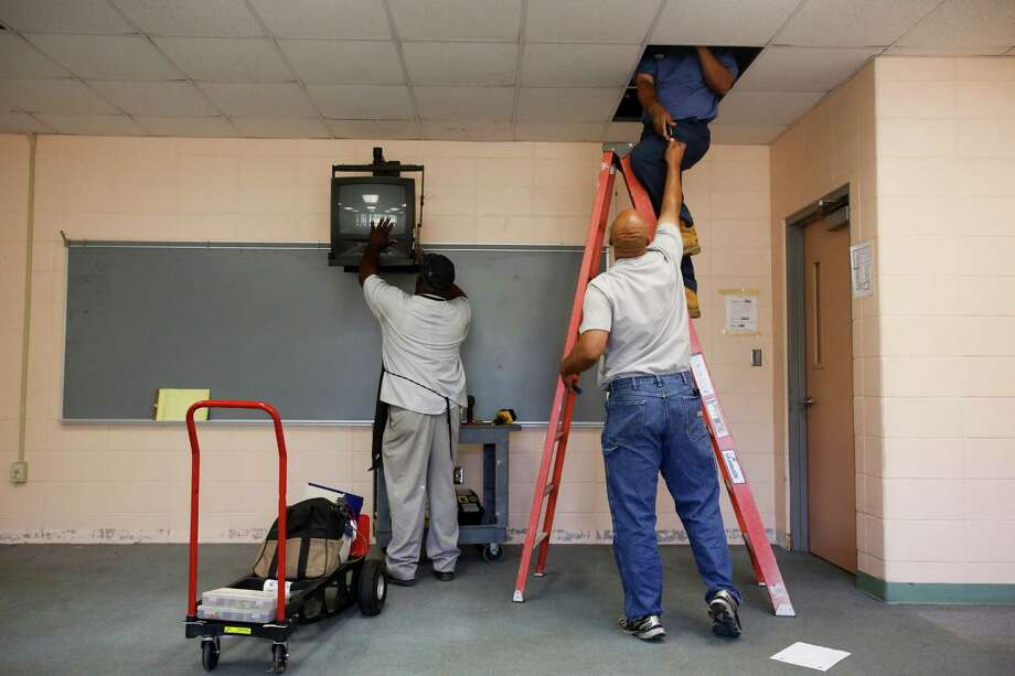 Workers dismantle a classroom as HISD takes over North Forest ISD's Fonwood Elementary School, July 2, 2013 in Houston. Photo: Eric Kayne, For The Chronicle / ©2013 Eric Kayne