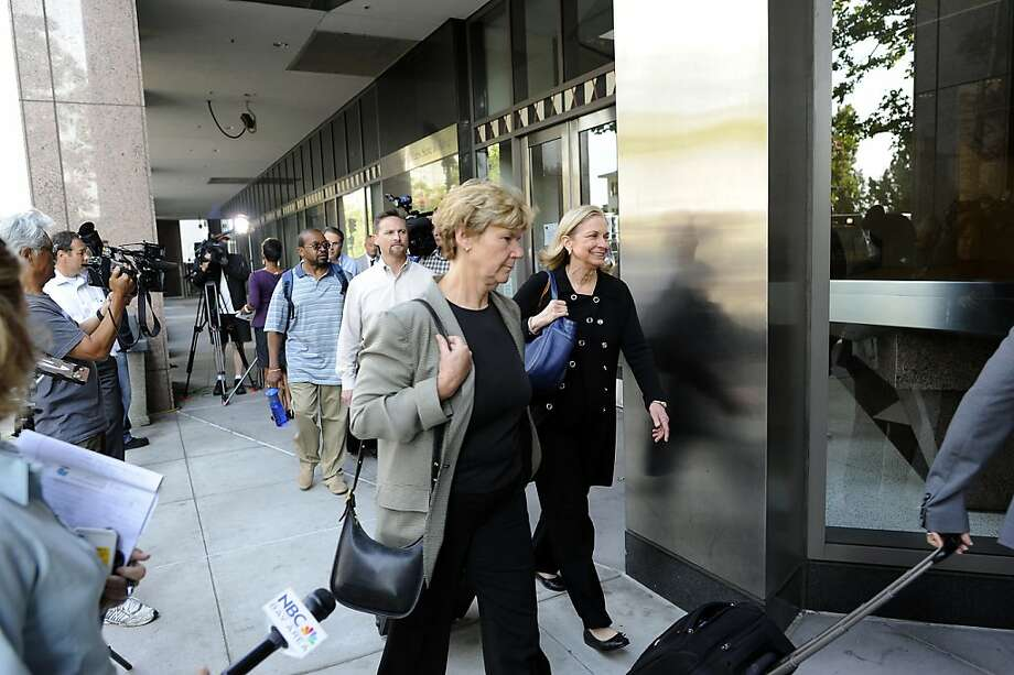 Negotiators with BART head into the CalTrans building in downtown Oakland, Ca Tuesday July 2nd, 2013. Photo: Michael Short, Special To The Chronicle