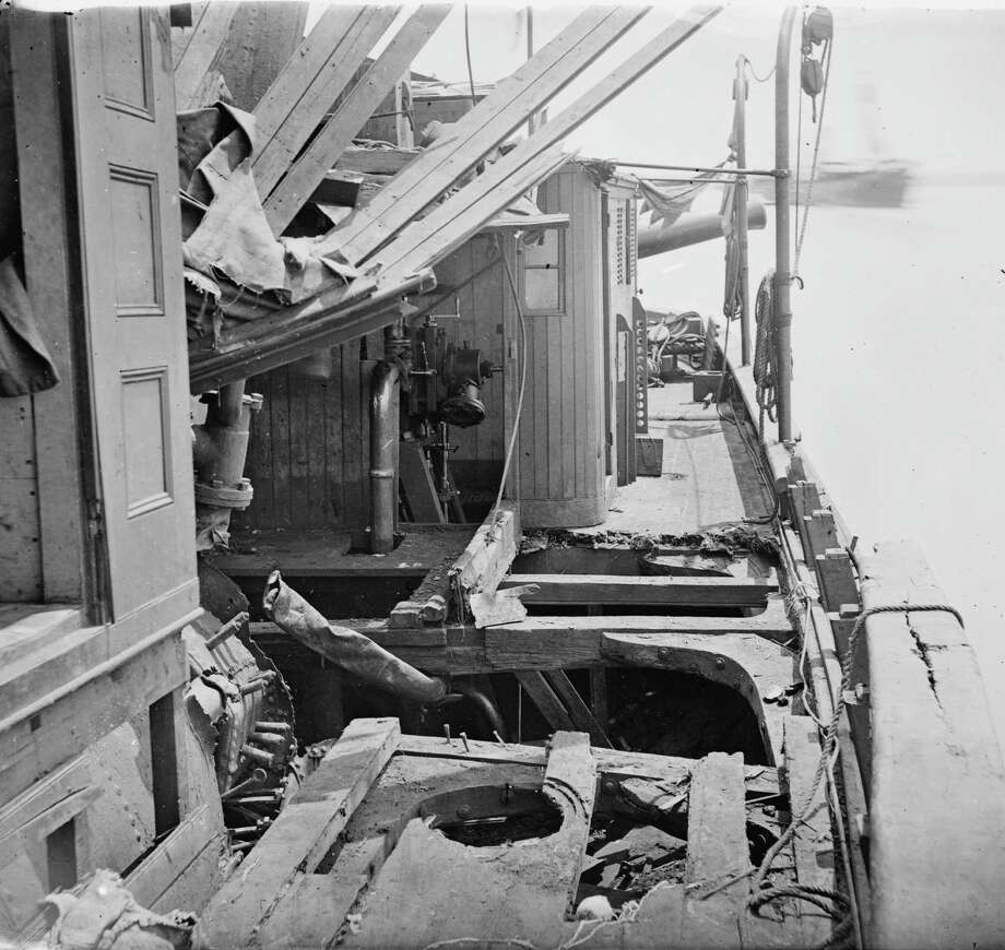 View of the deck of the Confederate gunboat CSS Teaser, showing damage from shell fire, after having been captured by the USS Maratanza, on the James River, VA, 1862. Photo: Buyenlarge, Getty Images / Archive Photos