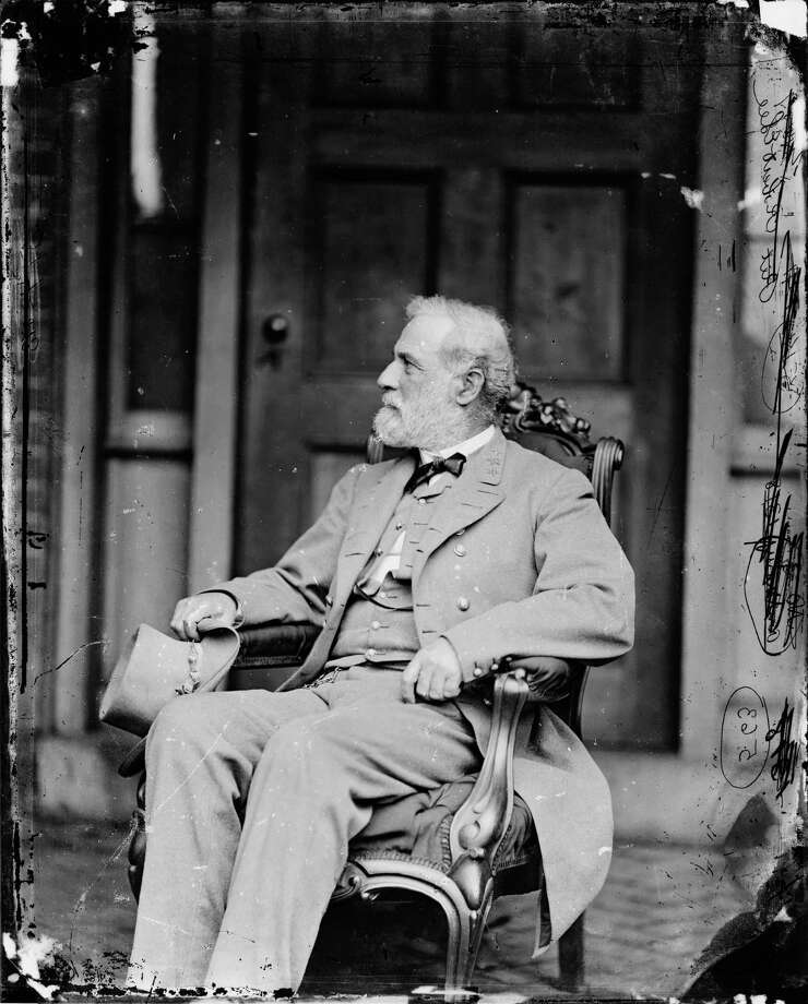 Seated portrait of General Robert E. Lee (1807 - 1870), commander of the Confederate Army of Northern Virginia, during the American Civil War, 1865. Photo: Library Of Congress, PhotoQuest/Getty Images / Archive Photos