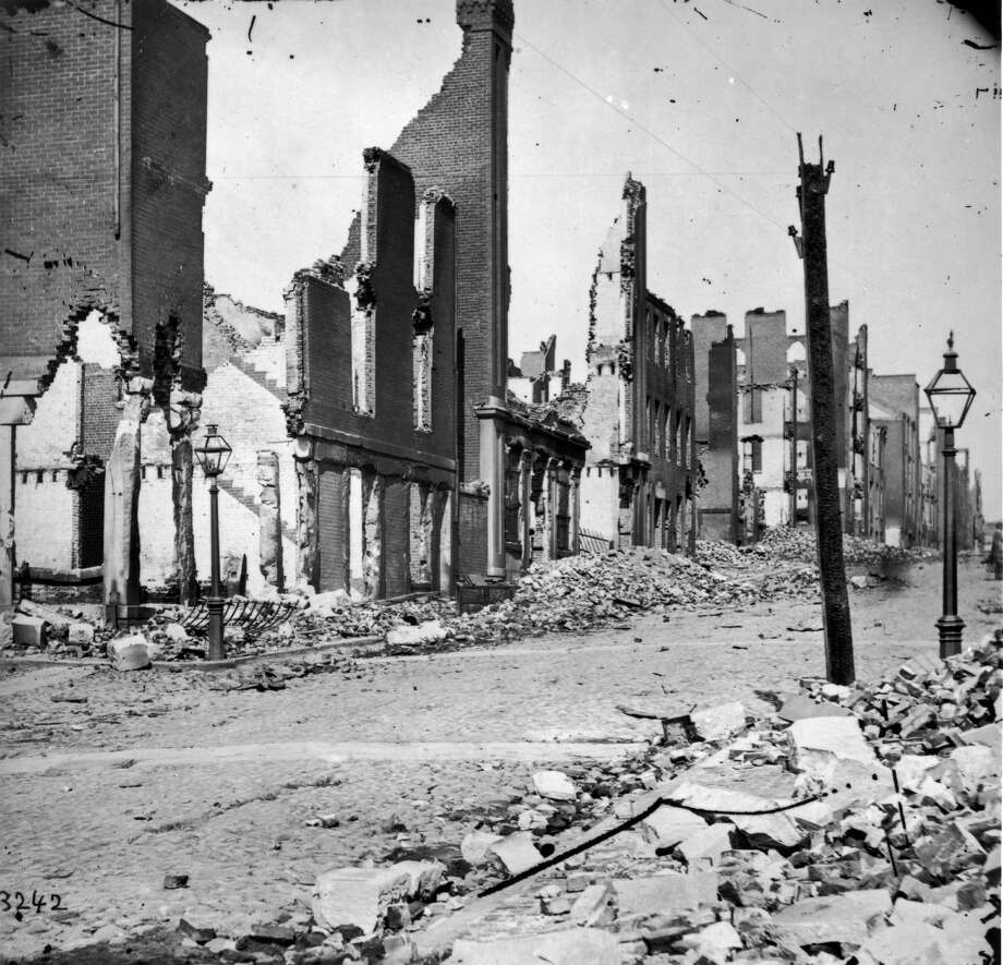 The ruins of Richmond, Virginia, destroyed during the American Civil War. Richmond, Virginia, USA, circa 1865. Photo: Fotosearch, Getty Images / 2010 Getty Images