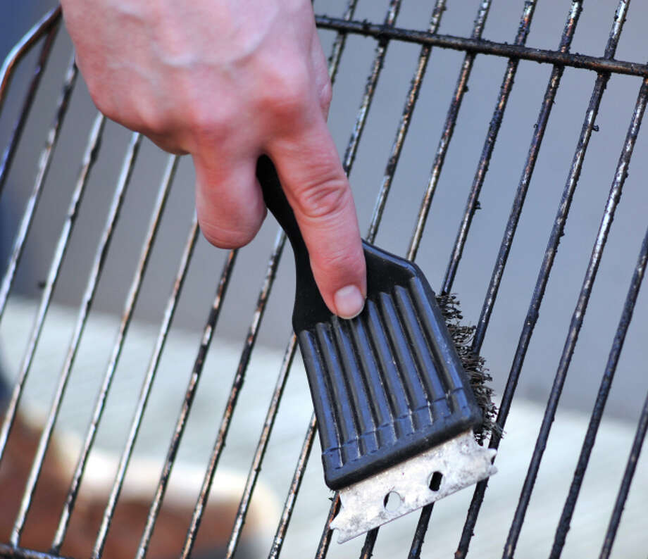 Avoid HCAs - Scrub the grillCleaning the grill after each use prevents harmful chemicals from building up and transferring to your food. Photo: Stephan Zabel, Getty Images / (c) Stephan Zabel