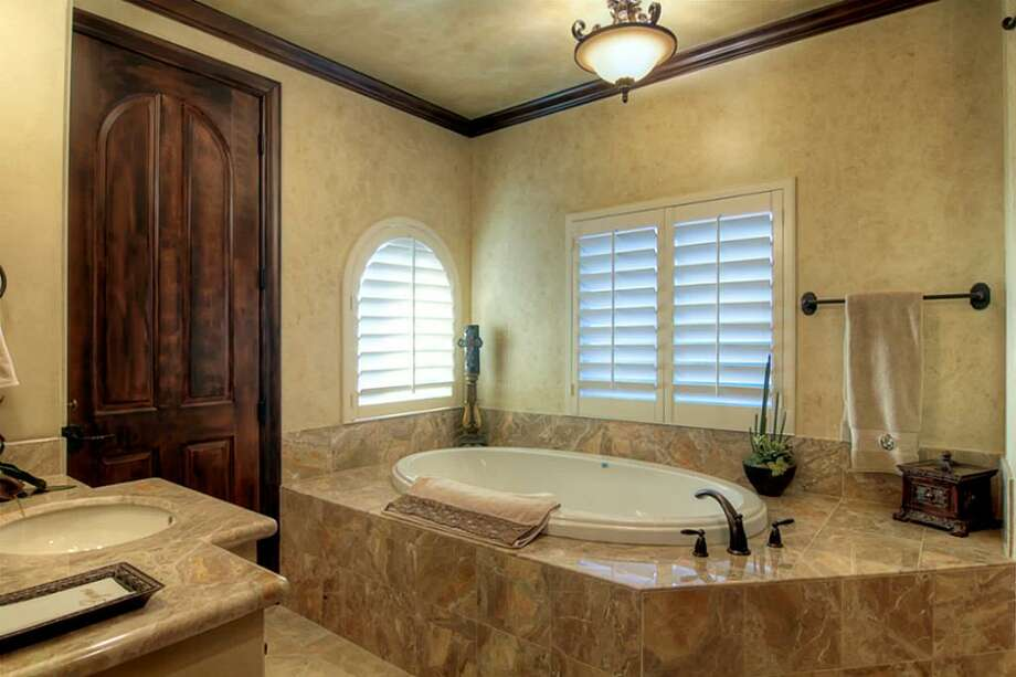 The guest house's master bath suite.