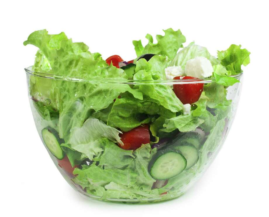 Mixed salad in a glass bowl on a white background/fotolia Photo: Deyan Georgiev / Deyan Georgiev - Fotolia