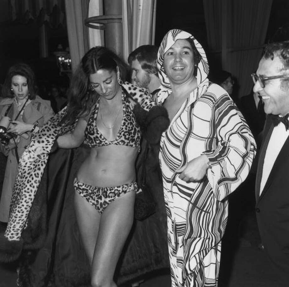1974:  American actor Edy Williams opens her leopard fur coat to reveal a leopard fur bikini at the Academy Awards. Photo: Fotos International, Getty Images / Archive Photos