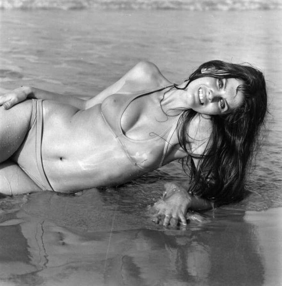 1971:  Caroline Munro modelling a bikini. Photo: McKeown, Getty Images / Hulton Archive