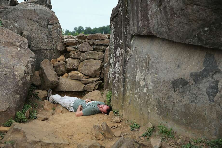 You got me, Blue Belly: A Gettysburg tourist reenacts Alexander Gardner's famous photo of a dead
