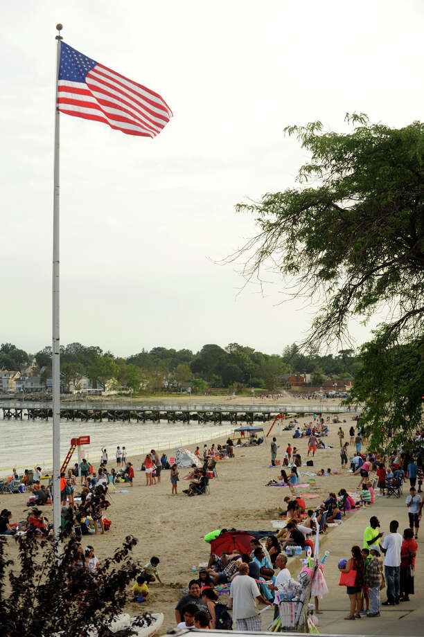 Hundreds of onlookers arrive at the beach before the fireworks show at Cummings Park on Wednesday, July 3, 2013. Photo: Jason Rearick / Stamford Advocate