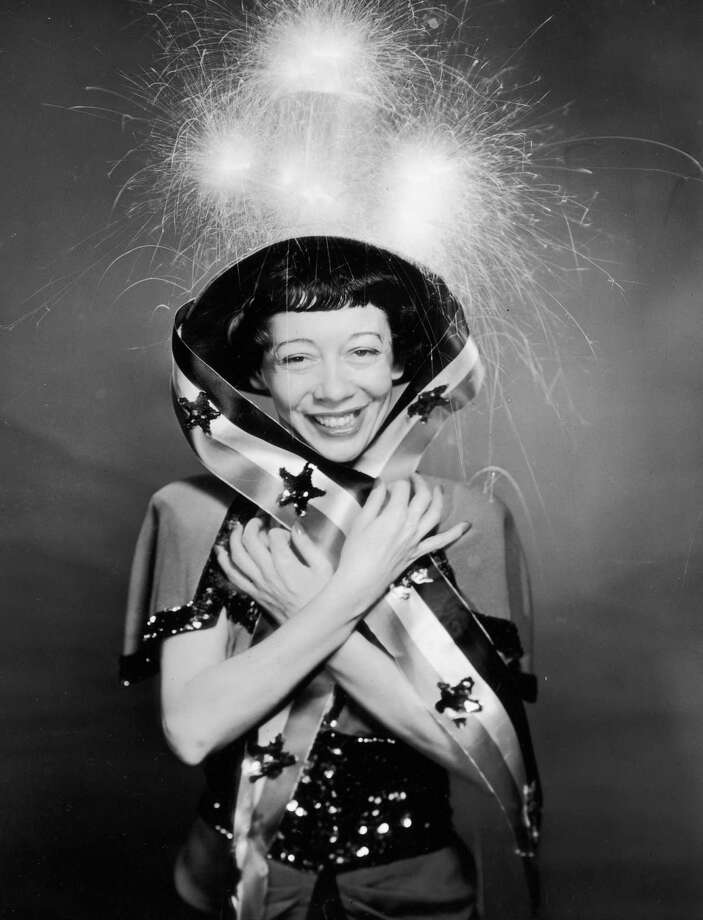 circa 1945:  American comedian Imogene Coca (1908 - 2001) wears a Fourth of July costume and a hat with glowing sparklers in a promotional portrait for Independence Day. Photo: Hulton Archive, Topical Press Agency, Getty Images / Archive Photos
