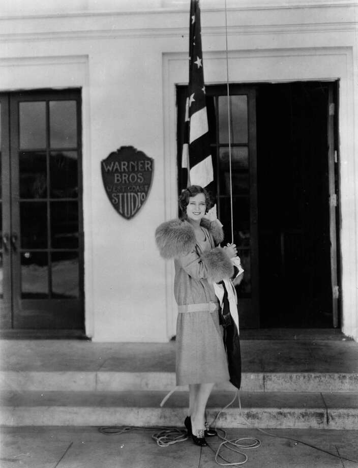 4th July 1926:  Dolores Costello (1905 - 1979) the American silent screen heroine who worked for Warner Brothers. She is outside the studio, about to raise the flag known as 'Old Glory' to commemorate 'Independence Day'. Photo: Hulton Archive, Getty Images / Hulton Archive
