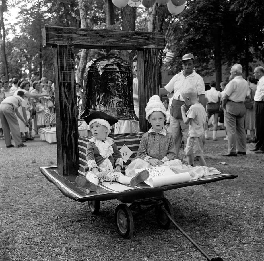 circa 1955:  A child dressed as George Washington is dragged past on a miniature float, one of the contestants in the baby parade in Lititz park, Pennsylvania, commemorating the 4th of July, American Independence Day. Photo: Evans/Three Lions, Getty Images / Hulton Archive