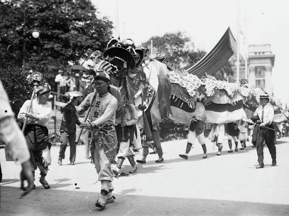 Circa 1912:  Chinese Dragon and Contingent in 4th of July Parade. Photo: Library Of Congress, Buyenlarge, Getty Images / Archive Photos
