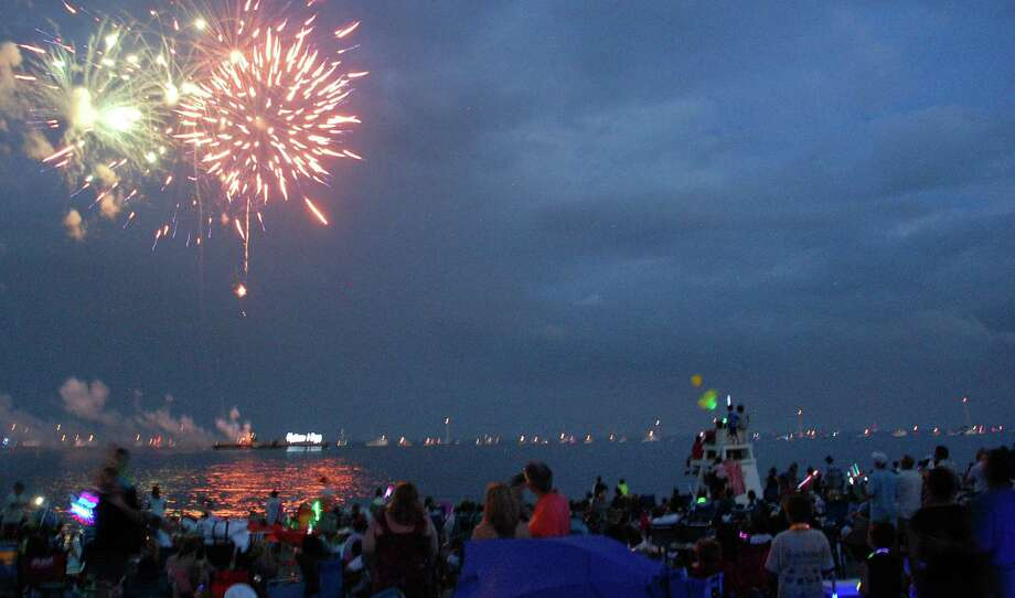 Thousands came to Compo Beach for the town's annual Independence Day fireworks show on Wednesday night. Photo: Jarret Liotta / Westport News