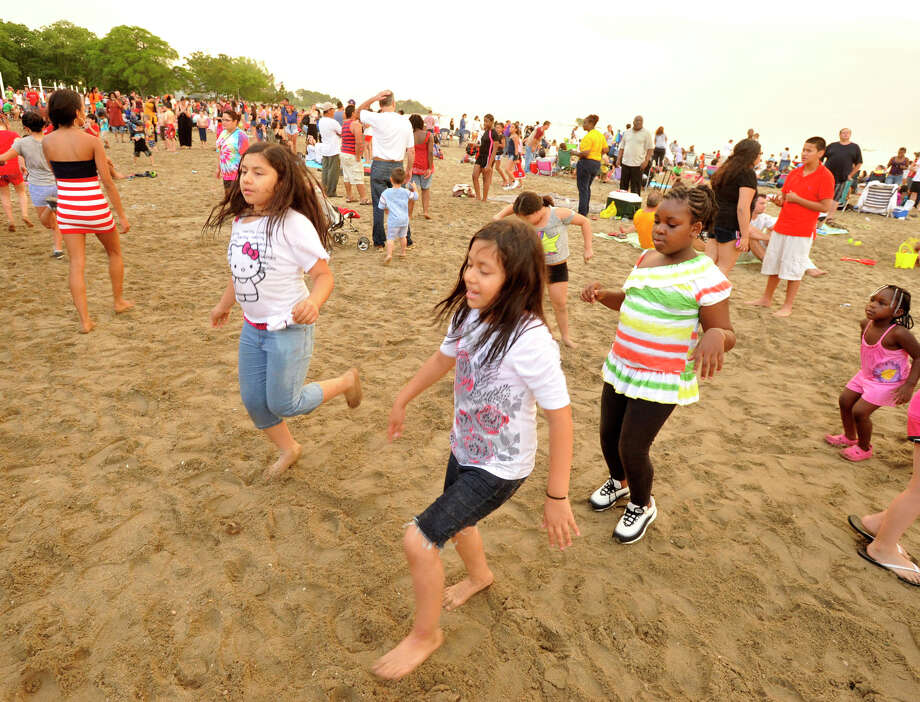 Scenes from the fireworks celebration at Cummings Park beach on Wednesday, July 3, 2013. Photo: Jason Rearick / Stamford Advocate