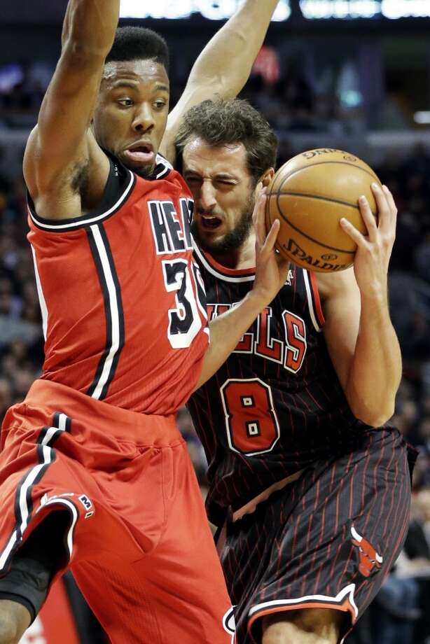 Miami Heat guard Norris Cole, left, guards Chicago Bulls guard Marco Belinelli, of Italy, during the second half of an NBA basketball game in Chicago, Thursday, Feb. 21, 2013. The Heat won 86-67.