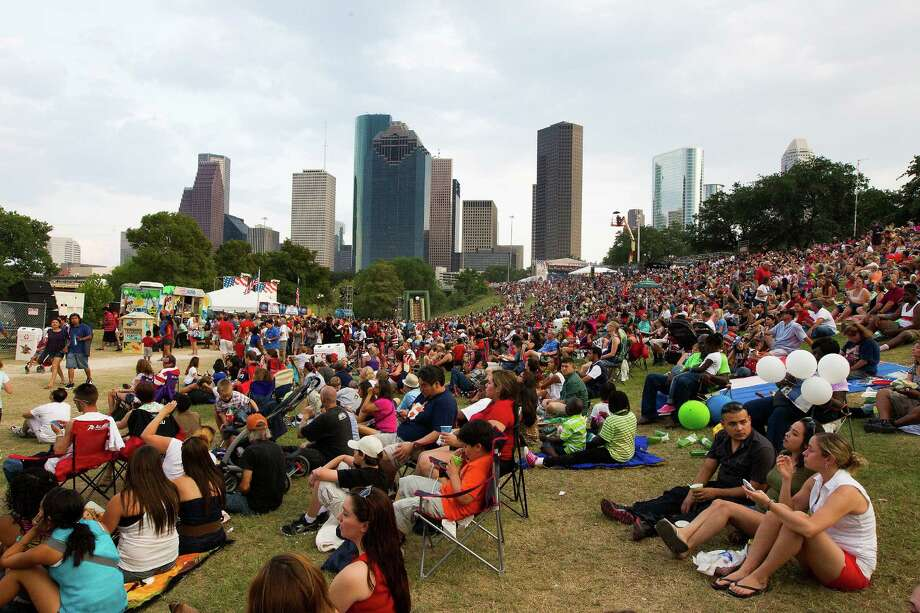 Eleanor Tinsley Park may be the stomping grounds for various Houston festivals, but it's still a great spot for picnics and enjoying the weather.Find it at 150 Sabine. Photo: J. Patric Schneider, For The Chronicle / © 2013 Houston Chronicle