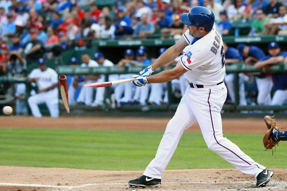 Lance Berkman breaks his bat in the first inning.