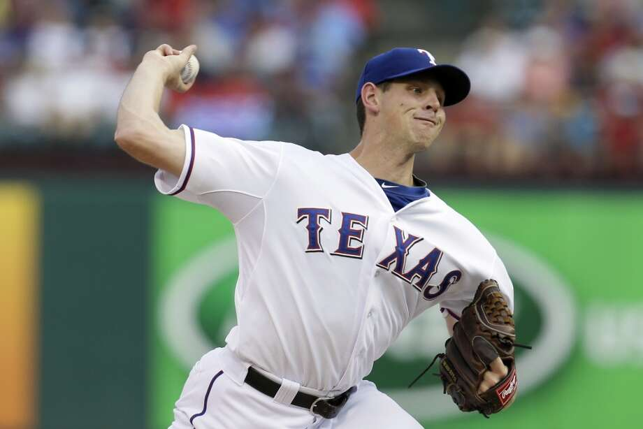 Rangers starting pitcher Nick Tepesch works against the Astros.