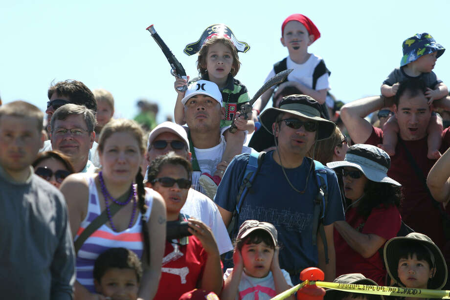 People react to a fired cannon as the Seafair Pirates march onto shore. Photo: JOSHUA TRUJILLO, SEATTLEPI.COM