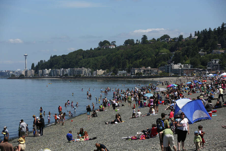 People gather on the beach during the Seafair Pirates Landing. Photo: JOSHUA TRUJILLO, SEATTLEPI.COM