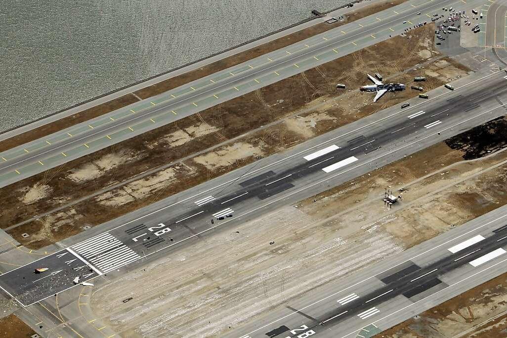 Boeing 777 Crashes at SFO - San Francisco Chronicle