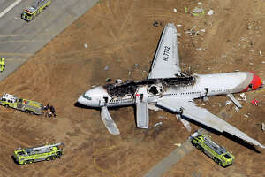 72 passengers reach settlement over Asiana crash at SFO - Photo