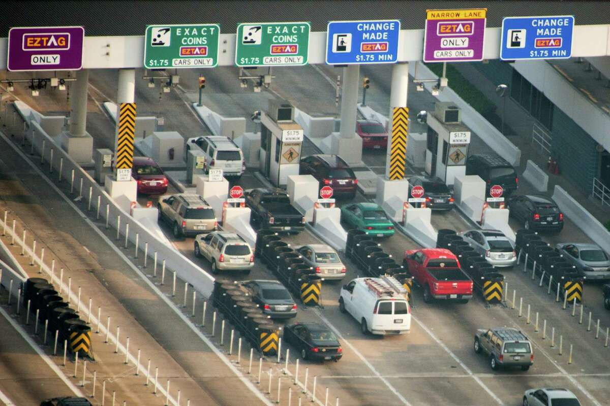 Sam Houston Tollway* Plaza cost (with tag): $1.45 Plaza cost (with cash): $1.75 Ramp cost (with tag): $1.15 Ramp cost (with cash): $1.25 *$.075 fee for certain exits Costs are for two-axle vehicles Source: Harris County Toll Road Authority
