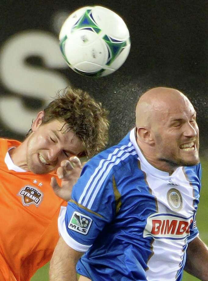 Philadelphia Union forward Conor Casey fights for a header against Houston Dynamo defender Bobby Boswell. Photo: Smiley N. Pool, Houston Chronicle / © 2013  Houston Chronicle