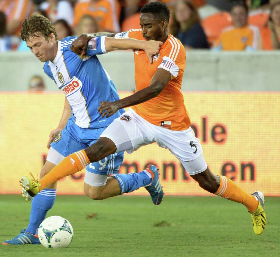 Dynamo defender Warren Creavalle (5) challenges Philadelphia Union forward Antoine Hoppenot. Photo: Smiley N. Pool, Houston Chronicle / © 2013  Houston Chronicle