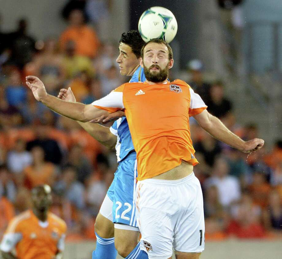 Dynamo midfielder Adam Moffat (16) fights for a header against Union midfielder Leo Fernandes. Photo: Smiley N. Pool, Houston Chronicle / © 2013  Houston Chronicle
